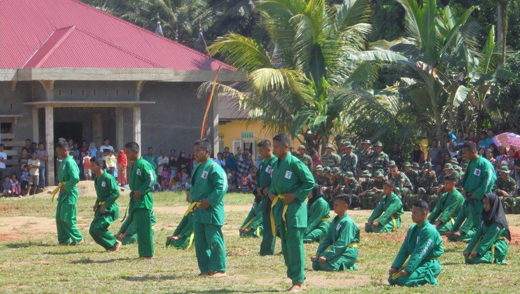 Pertunjukan atraksi bela diri militer yong moodo pada ...